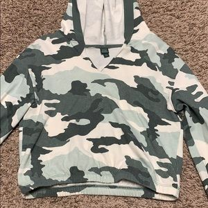 Camo cropped sweatshirt
